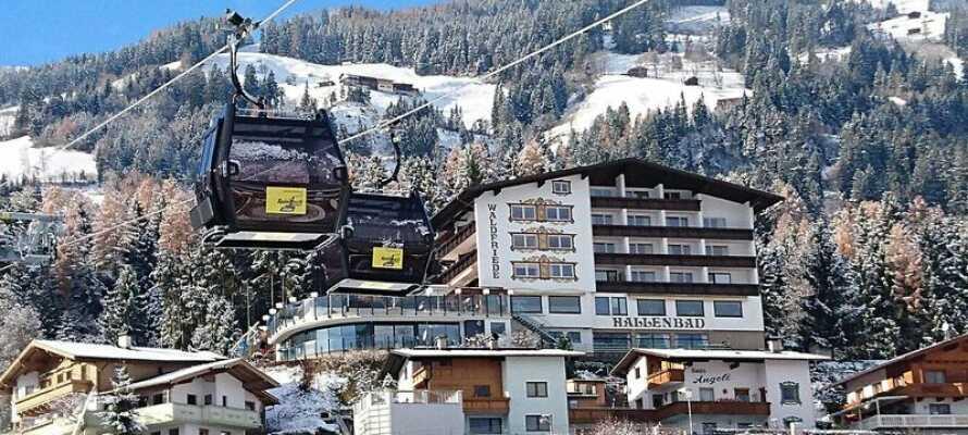 Hotellet ligger endast 5 minuter från Spieljochbahn som tar er upp för berget.