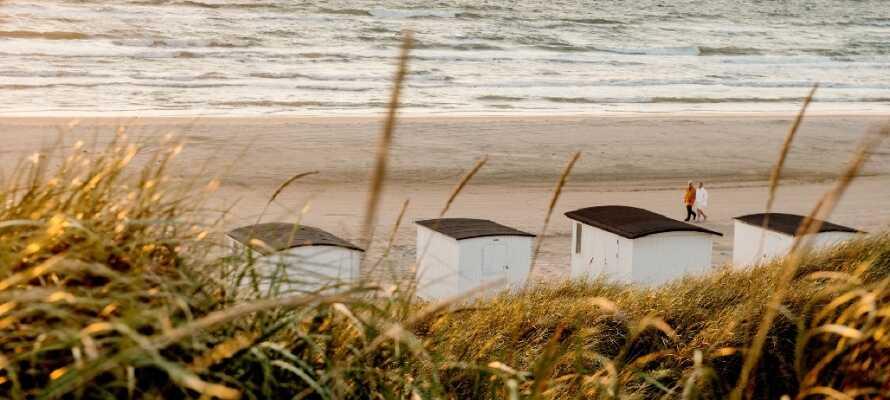 Løkken och Blokhus har fina stränder. På sommaren är ett besök ett måste, så packa badkläder för prima strandliv!