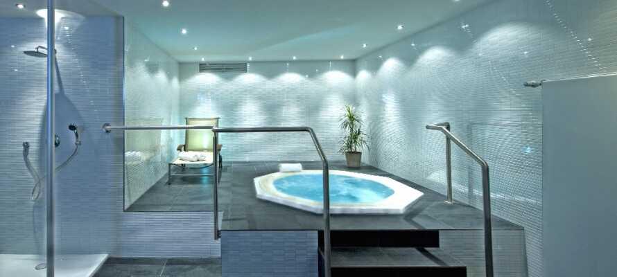 Während Ihres Aufenthaltes haben Sie freien Zugang zur Wellnessabteilung des Hotels mit Whirlpool, Sauna und Fitnessraum.