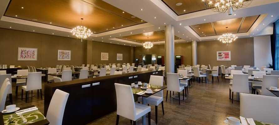 Hotellets restaurant abba Mia byr på en god frokostbuffet samt spennende middagsretter.
