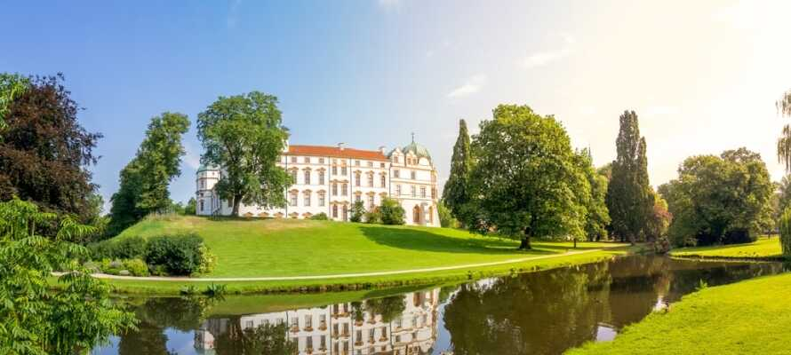 Celle ønsker dere velkommen til hyggelige gater med bindingsverkshus og det flotte slottet med sine omkringliggende hager.