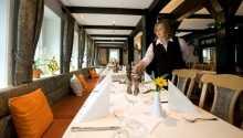 Genießen Sie ein gutes Essen im Hotelrestaurant.