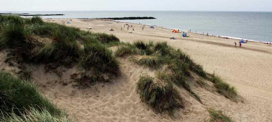 Besök de många stränderna på den danska västkusten och upplev Nordsjön.