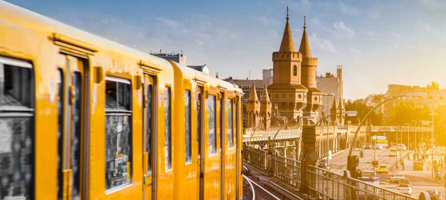Das Hotel liegt in Berlin-Mitte und die Stationen des öffentlichen Nahverkehrs sind leicht zu Fuß erreichbar.