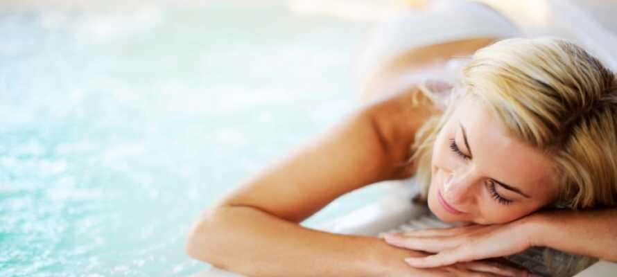 Hotellet har et avslapningsområde med boblebad og sauna, hvor man kan nyte litt fred og ro etter en spennende dag.