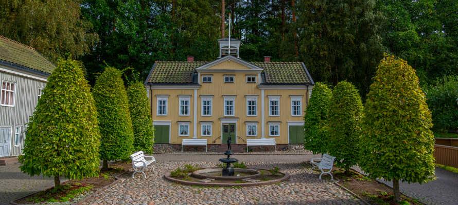 Der er kun ca en time med bil til populære Astrid Lindgrens verden, High Chaparall, Gränna og Visingsö.