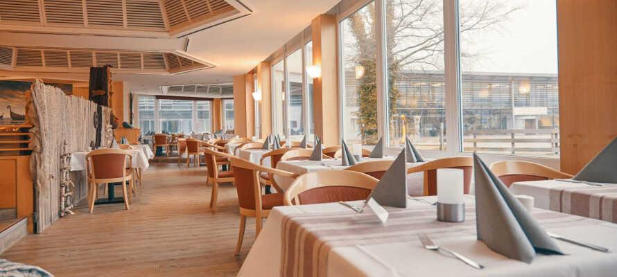 Området byder på hele tre individuelle restauranter, heriblandt en familierestaurant med et stort legeområde til børnene.