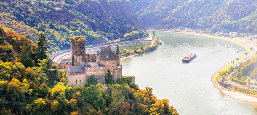 Här bjuds i på en fantastisk utsikt over dalen och Lahn-floden.