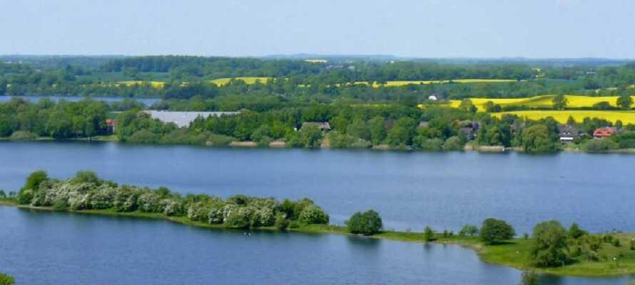 """Dette hotellet ligger nær innsjøen Plön, i det naturskjønne området med det passende navnet """"Det Holstenske Sveits""""."""
