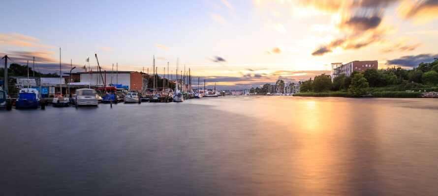Besøk den over 1000 år gamle byen Eutin, eller opplev vakre Kiel med sine mange muligheter.