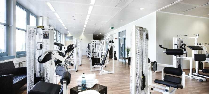 Under Jeres ophold har I mulighed for at benytte hotellets solarium, sauna og fitnessfaciliteter.