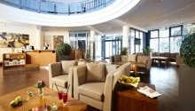 De mjuka möblerna och den lugna atmosfären i hotellobbyn inbjuder till avkoppling med en kopp kaffe eller en bra bok.
