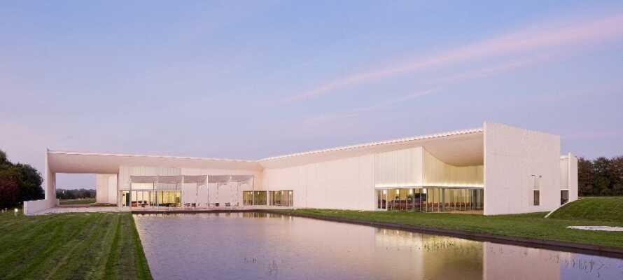 Dra på oppdagelsesferd i Midtjylland og opplev f.eks. HEART (Herning Museum of Contemporary Art) og Frisenborg skulpturpark.