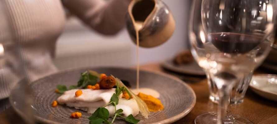 Den nyrenoverede restaurant serverer smagfulde retter af friske og økologiske råvarer.