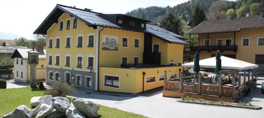 Hotel Werfenerhof har en fantastisk beliggenhet, omgitt av vakker natur, kun 100 meter fra sentrum av Werfener.