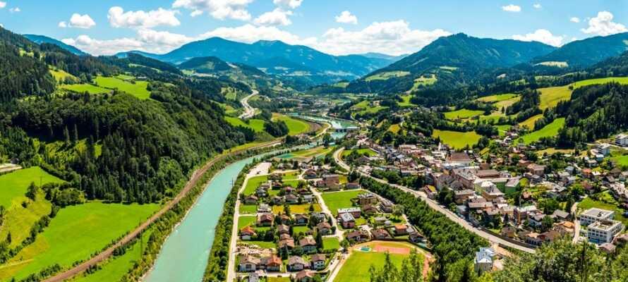 Det naturskjønne området Werfen innbyr til gå-, sykkelturer og spennende utflukter. Nye opplevelser venter på dere her!