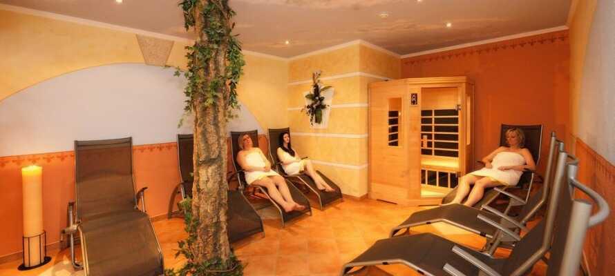 Lassen Sie im Wellnessbereich des Hotels die Seele baumeln. Hier haben Sie Zugang zum Spa, zur Sauna und zu Massagebehandlungen.