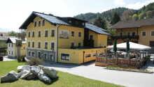 Hotellet har en fantastisk beliggenhed, blot 100 meter fra centrum af Werfener.