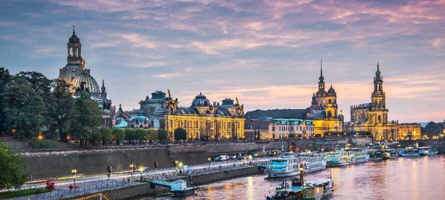 I bor lidt uden for Dresden, hvor I kan opleve flotte bygninger og byen som kaldes Elbens Firenze.
