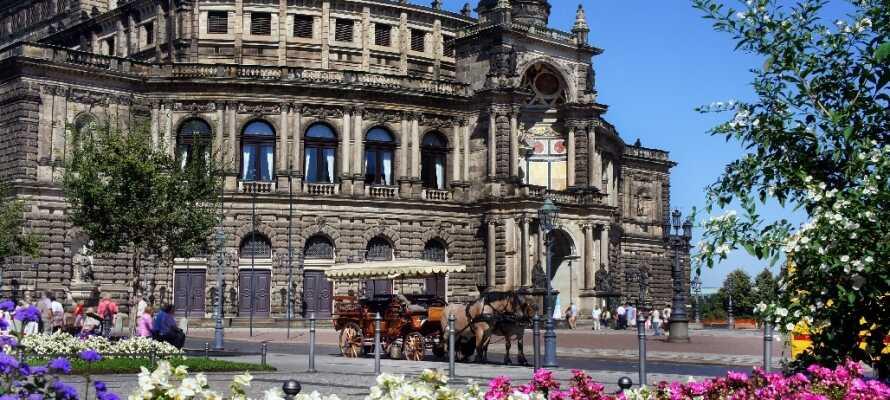 Dresdens historiske operahus, Semperoper, som har været genopbygget flere gange.