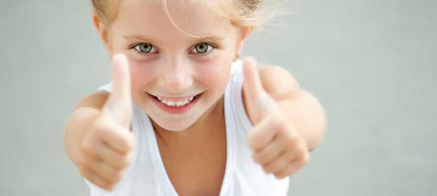På hotellet er børn mere end velkomne, hvor der i sommerperioden er underholdning for de små.