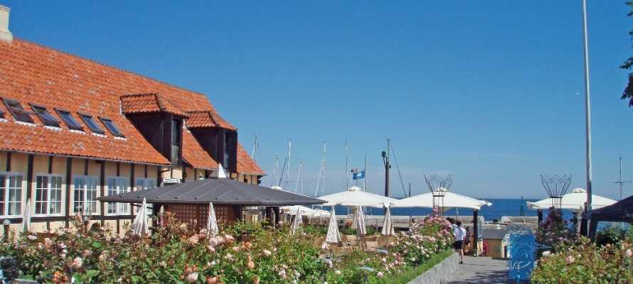 Willkommen in Siemsens Gaard, das sich am Hafen von Svaneke befindet.