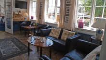 Det hyggelige lounge- og resepsjonsområdet
