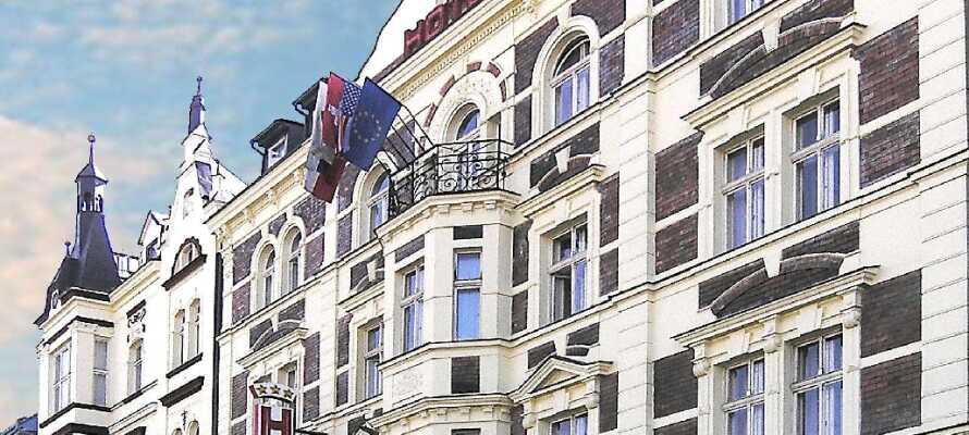 Hotellet ligger i et renovert slott fra tidlig på 1900-tallet, og ligger ca 10 minutters gange fra sentrum.