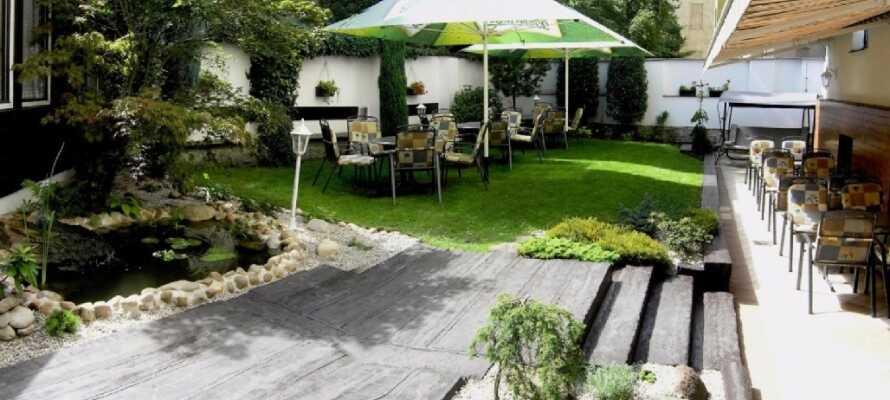 Hotellets gårdhave er perfekt til at slappe af i efter dagens udflugter.