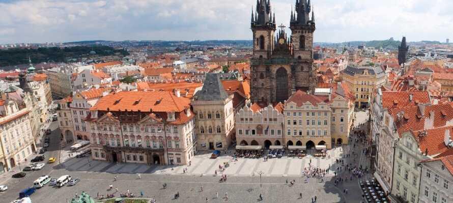 Besøg tjekkiets smukke og historiske hovedstad Prag og alle dens seværdigheder.