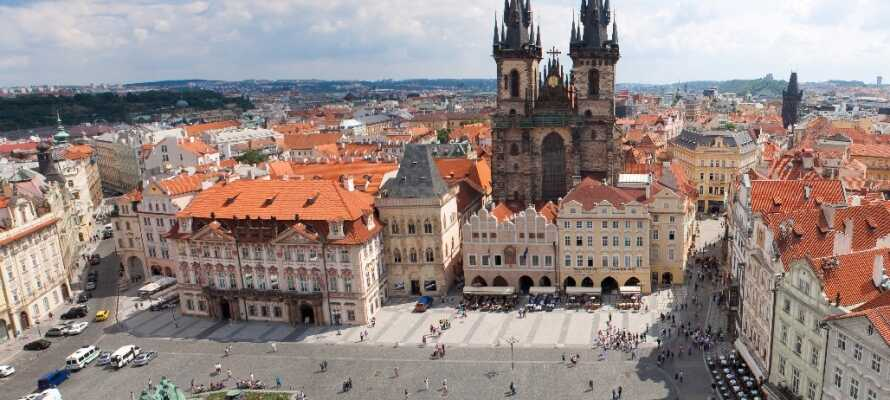 Dra til den tsjekkiske republikkens vakre og historiske hovedstad Praha og alle dens attraksjoner.