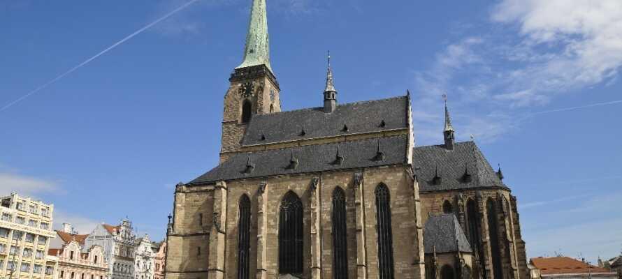 En av Plzens mange severdigheter er St. Bartholomew-katedralen, fra 1300-tallet, som ble klassifisert som en katedral i 1993.
