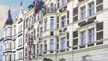 Hotellet ligger i et renoveret slot fra begyndelsen af 1900-tallet, ca. 10 minutters gang fra centrum.