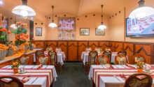 Hotellets hyggelige restaurant og resepsjon