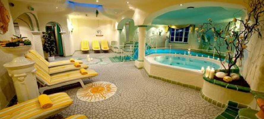 Hotellet har en flot wellnessafdeling, hvor I kan nyde godt af indendørs pool og spabad.