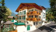 Bo på det familieeide Landhotel Römerhof, som ligger i hjertet av Dorfgastein i Gasteindalen.