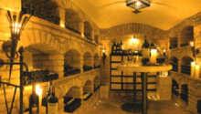 Restaurangen serverar läckra rätter i traditionella omgivningar.