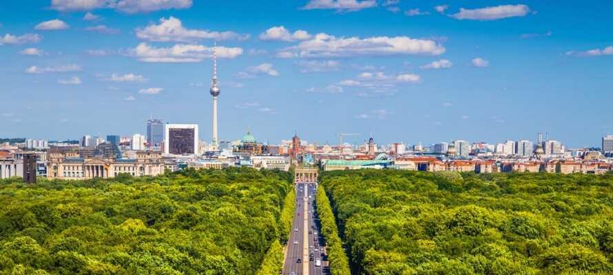 Tiergarten er det store parkanlæg i Berlin. Besøg parken og nyd en kop kaffe på én af områdets caféer.