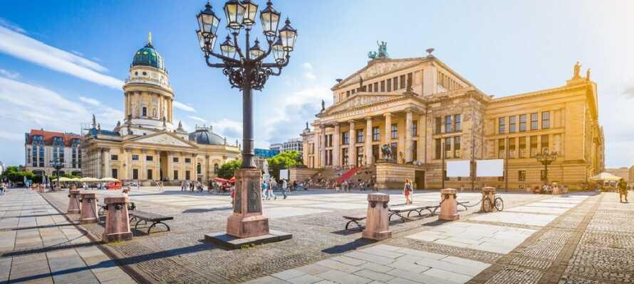 Gendarmenmarkt er en af de smukkeste pladser i Berlin hvor også byens smukke koncerthus ligger.