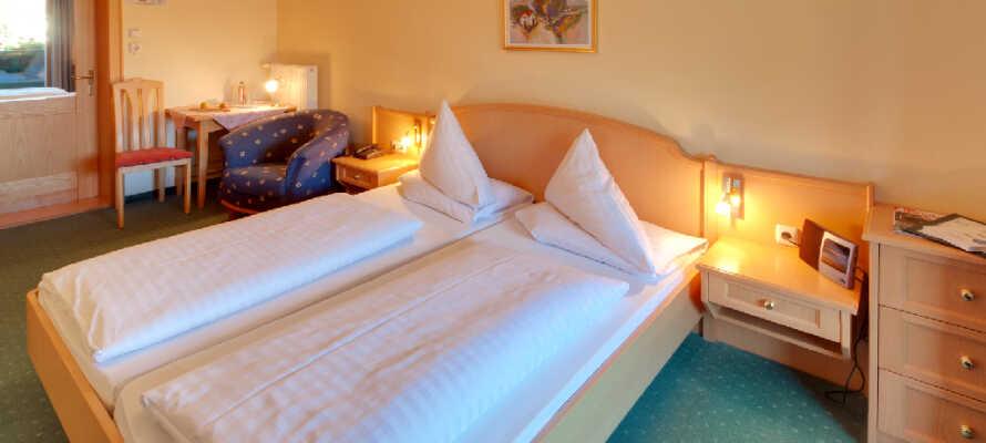 De hyggelige, rummelige og lyse værelser udgør en behagelig base for Jeres ophold i hjertet af Østrig.