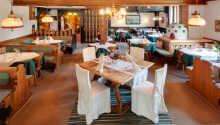 Hotellets restaurant er indrettet i den typiske charmerende østrigske stil