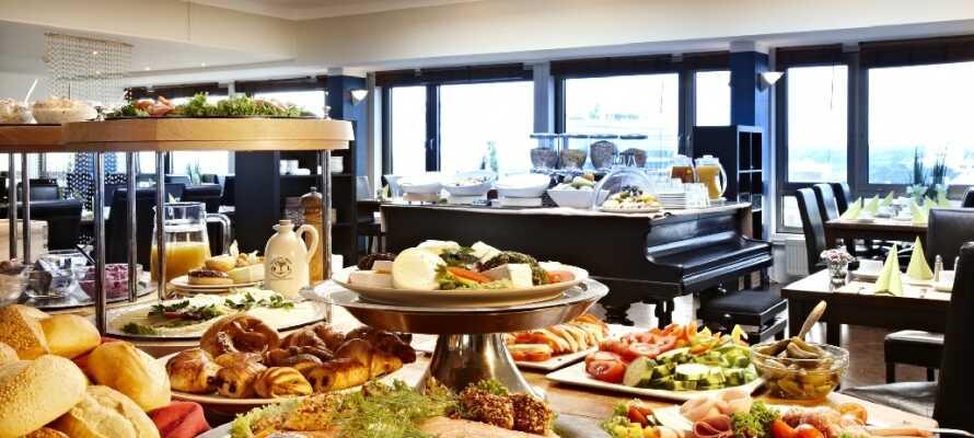 På hotellet kan I nyde en god morgenbuffet inden I bevæger jer ud blandt byens seværdigheder.