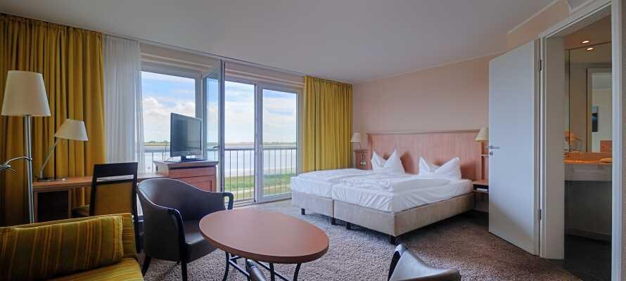 Frisch renovierte Zimmer mit heller, freundlicher Einrichtung, teilweise mit wunderschönem Blick auf die Flussmündung.