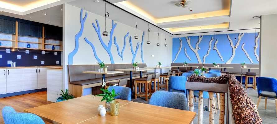 Nyd en dejlig middag i hotellets flotte restuarant, som er helt nyrenovret.