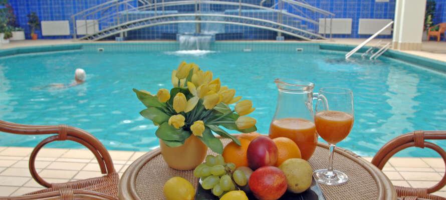 På hotellets hälsovdelning finns en inomhuspool med havsvatten, bubbelpooler, bastu och gym.