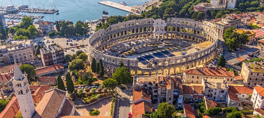 Die historische Stadt Pula ist ca. 100 km vom Hotel entfernt, hier finden Sie das beeindruckende römische Amphitheater, das im Jahr 81 fertiggestellt wurde.