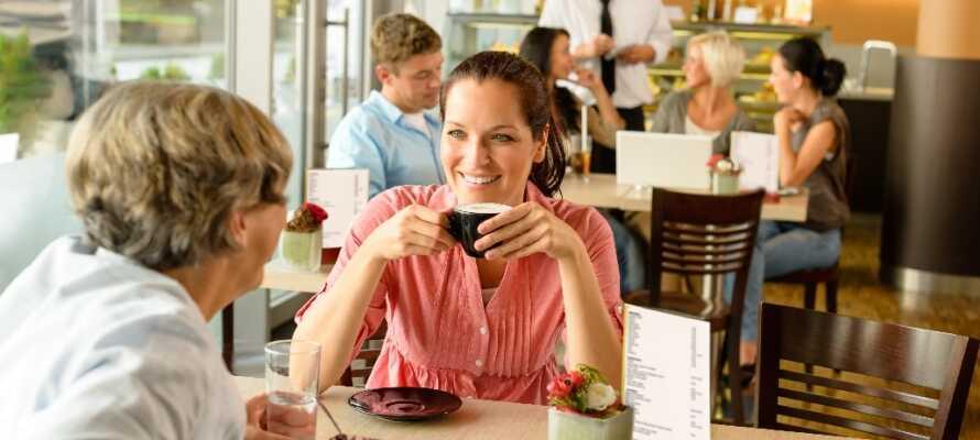 Dra på shopping til Herning-senteret med over 75 butikker og nyt en av de hyggelige kaféene