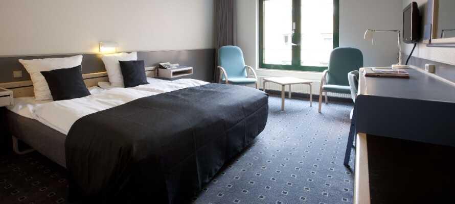 Hotellet har väl inredda rum där ni kan slappna av innan och efter Odense med omnejd utforskas.