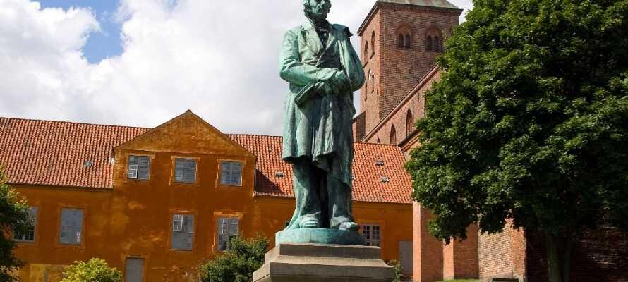 En af grundene til at besøge Odense er H.C. Andersen, som havde både barndomshjem og bolig i byen.