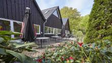 Fårup Skovhus har en naturskøn beliggenhed bare 5 km. fra Fårup Sommerland